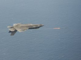 F-35 dispara AIM-9X Sidewinder en vuelo invertido